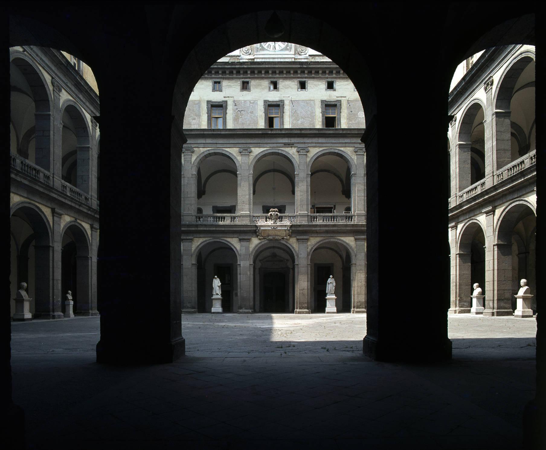Cortile delle Statue dell'Università di Napoli Jodice