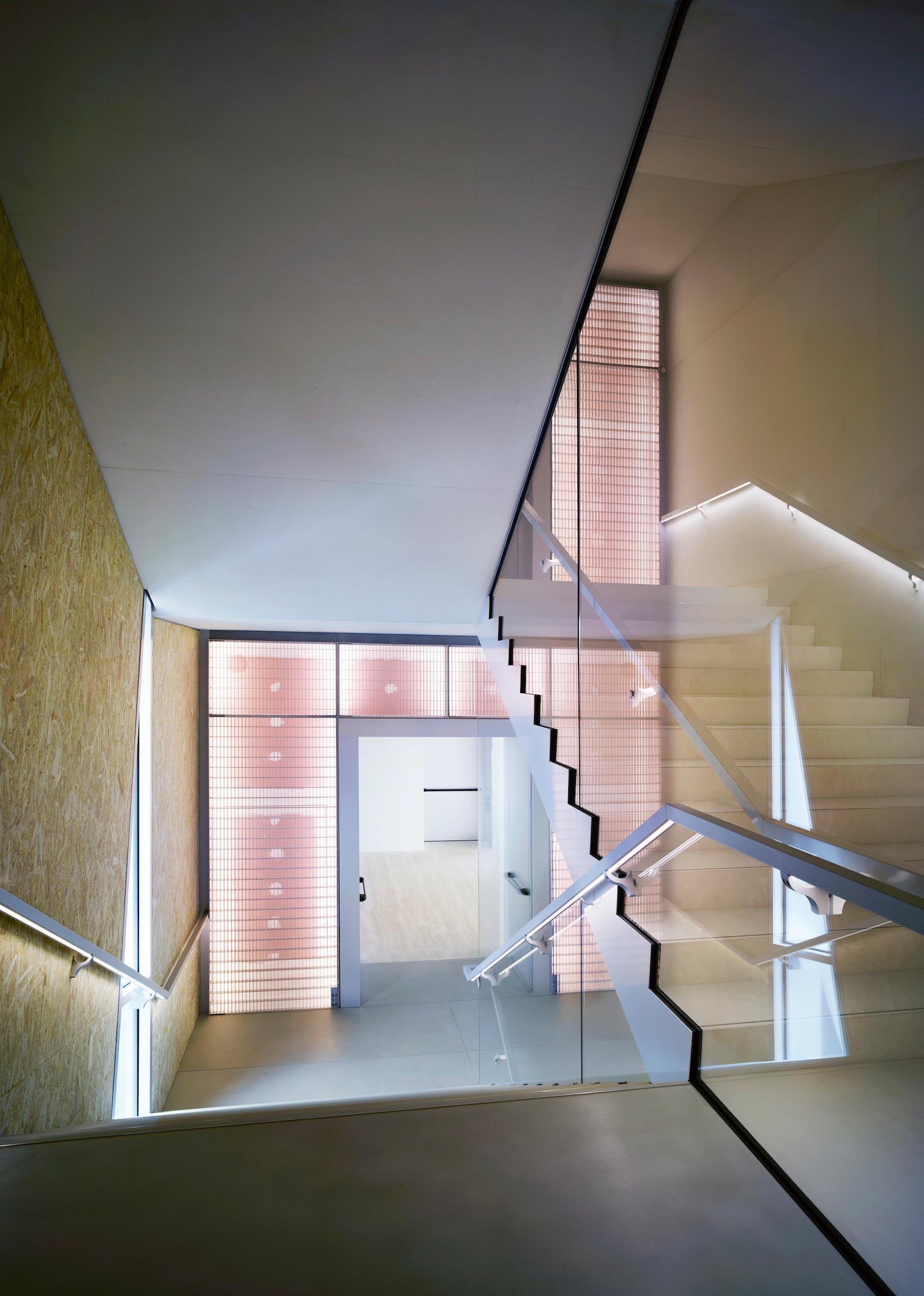 Interno scala Torre Fondazione Prada