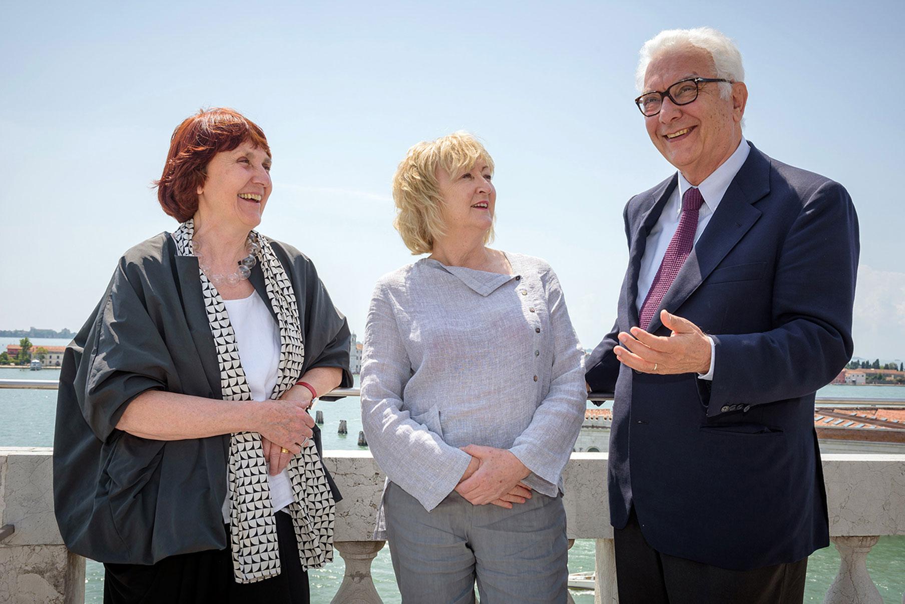 Paolo Baratta e Yvonne Farrell e Shelley McNamara