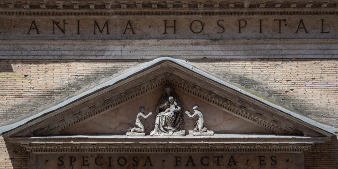 Il timpano di Santa Maria dell'Anima, Roma