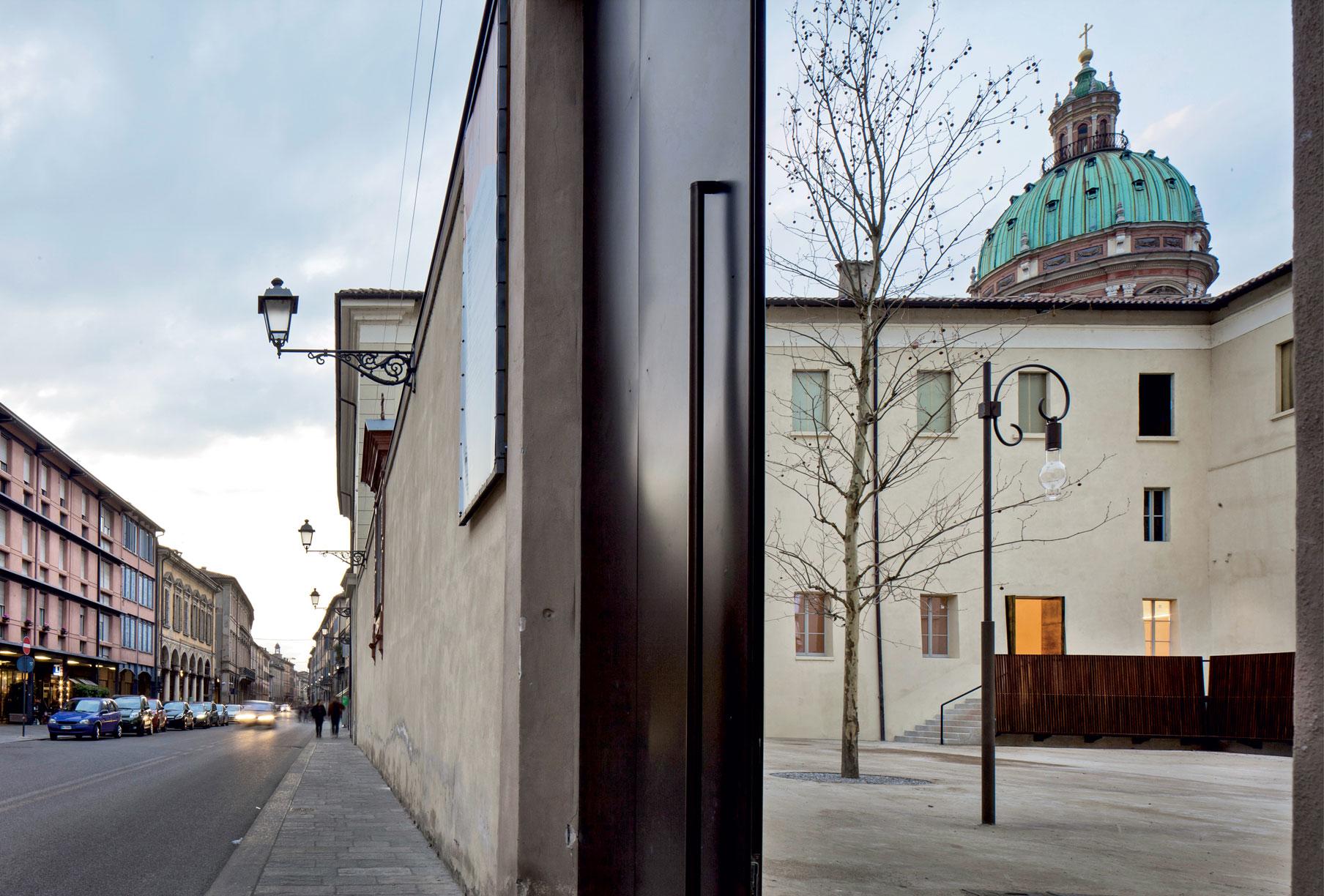 Chiostro d'ingresso San Pietro a Reggio Emilia