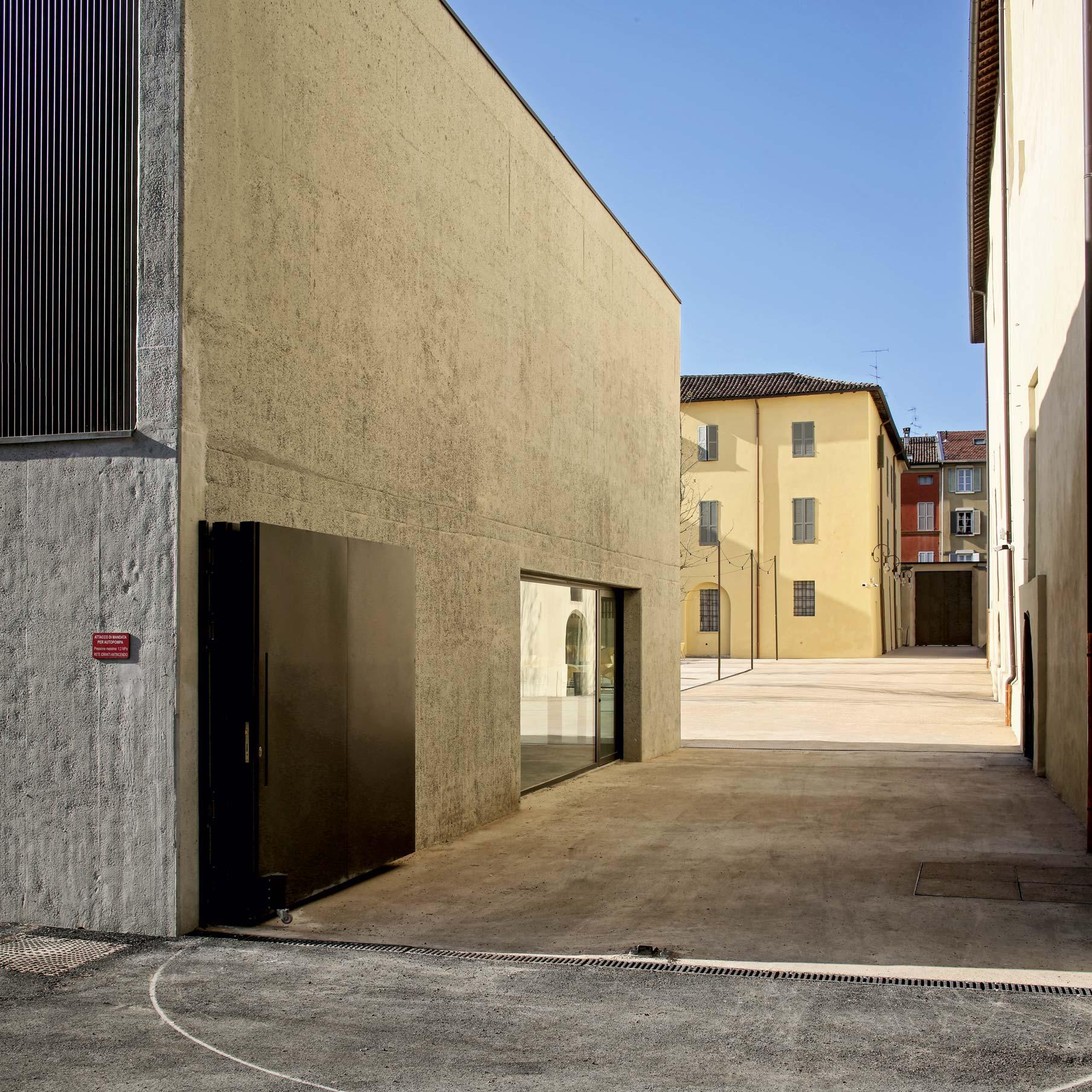 scorcio ingresso San Pietro a Reggio Emilia