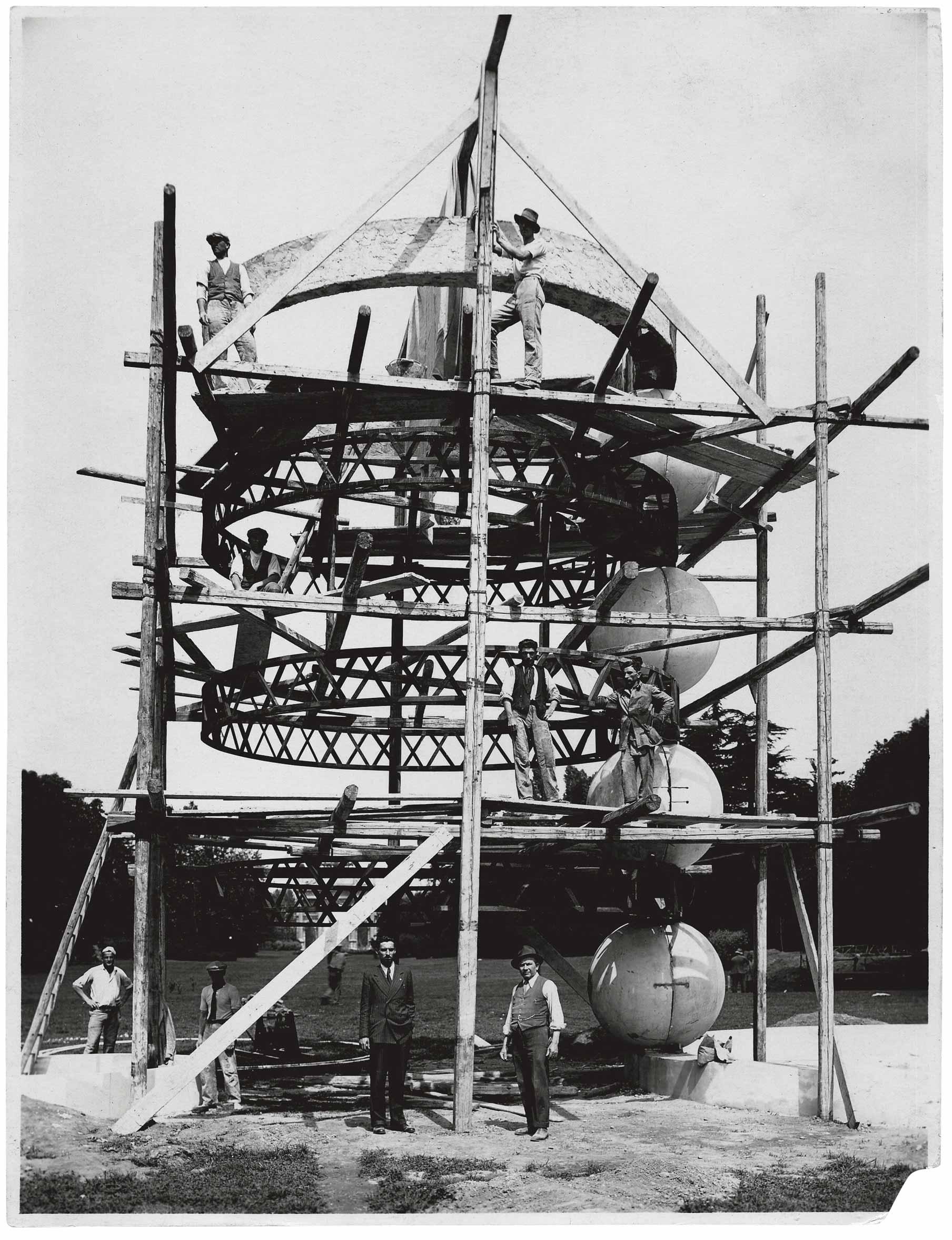 la fontana in costruzione