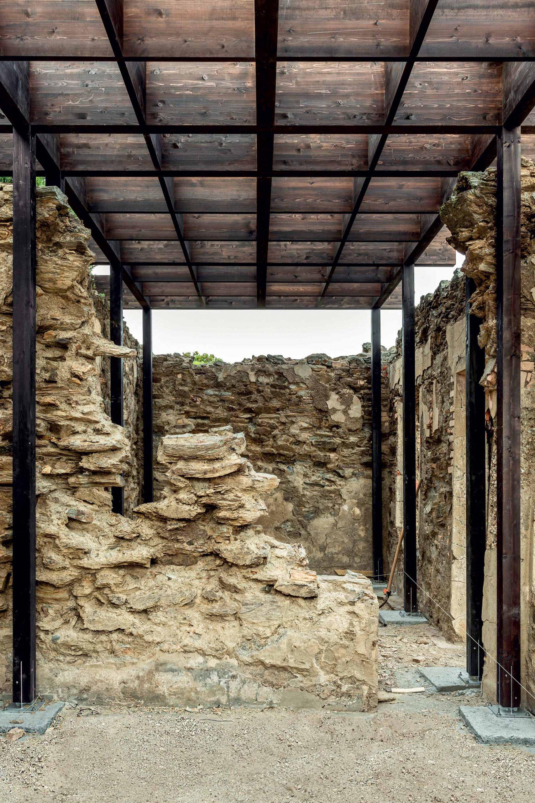 Vista dell'edificio del progetto MINE* rooms Argentiera