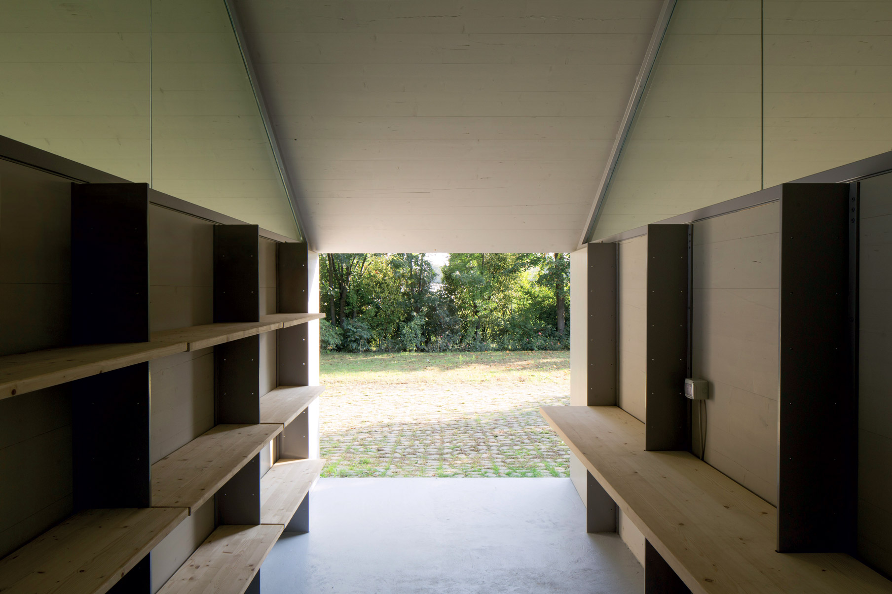 Interno Pensilina-Atelier nel parco